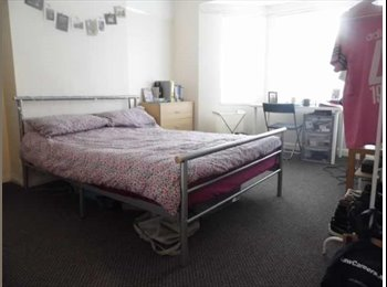 EasyRoommate UK - Double room available in student house immediately!, Wavertree - £310 pcm