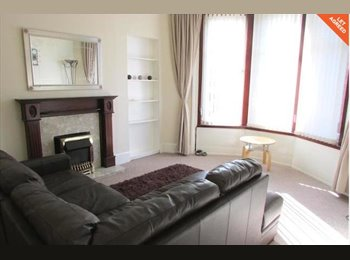 EasyRoommate UK - Great double room in well serviced area, Crossmyloof - £300 pcm