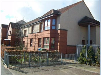 EasyRoommate UK - Double, comfortable room available in Glasgow, Castlemilk - £340 pcm