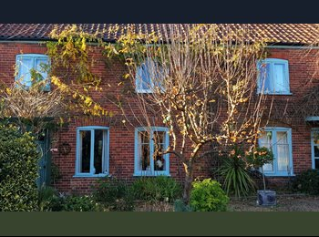 EasyRoommate UK - Beautiful Farmhouse in centre of Market Town, Dereham - £400 pcm