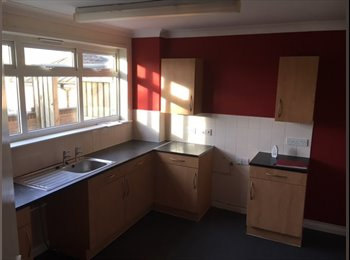 EasyRoommate UK - 3 Bed maisonette in Widnes for £200PCM!, Widnes - £200 pcm