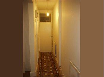 EasyRoommate UK - ROOM AVAILABLE IN ERDINGTON FOR £295PCM, Gravelly Hill - £295 pcm