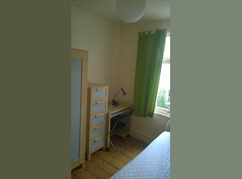 EasyRoommate UK - Bright student room, Petersfield - £505 pcm
