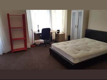 URGENT OFFER!! Room for rent close to coventry city...