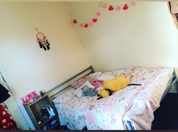 EasyRoommate UK - FALLOWFIELD DOUBLE ROOM IN STUDENT HOUSE OF 5 , Fallowfield - £340 pcm