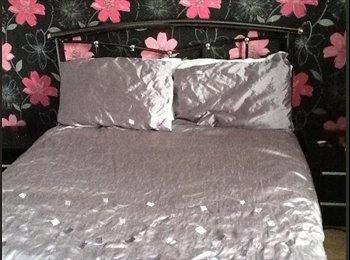 EasyRoommate UK - Large double room , Windsor - £320 pcm