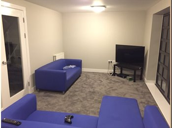 Room in 3 Bed Town House - 2 Mins From Station