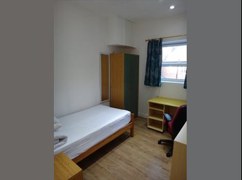 SINGLE ROOM AVAILABLE TO RENT FROM JANUARY 2017