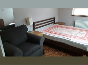 EasyRoommate UK - 1x double room, 1x single room, Bromley - £550 pcm