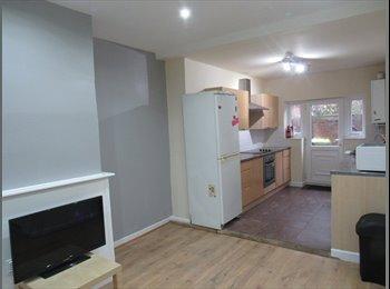 EasyRoommate UK - 176 emmanual street house share available , Preston - £382 pcm