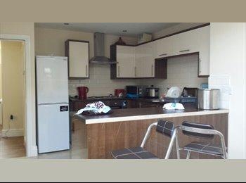EasyRoommate UK - 34  HENDERSON HOUSE SHARE AVAILABLE , Preston - £347 pcm