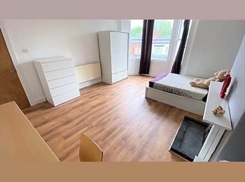 EasyRoommate UK - Amazing House, 2 rooms, close to city, Hockley - £388 pcm