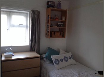 Single Room available for Students, Egham, TW20 9PP