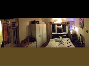 EasyRoommate UK - DOUBLE ROOM AVAILABLE, Maidenhead - £600 pcm