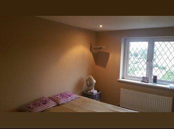 DOUBLE BEDROOM WITH BATHROOM LOWER FELTHAM