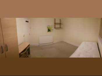 Renting double room for single person