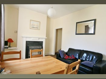 Double Room Great Location - Short Walk to Town