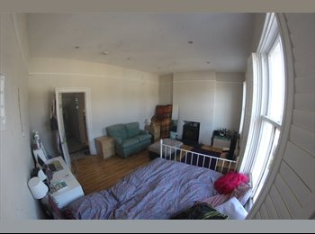 Huge Airy Double Room in Lovely Maisonette