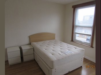 LOVELY DOUBLE ROOM AVAILABLE...ENFIELD/PONDERS END...