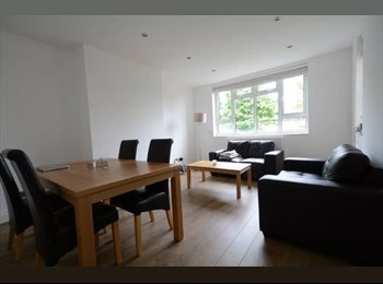 EasyRoommate UK - Room Earls Court -1 month at 800 £ bills inc, Earls Court - £800 pcm