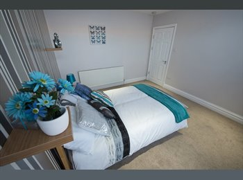 5 Beautiful Double Rooms - close to Town Centre