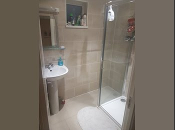 NO DEPOSIT Large Double Room In Social House