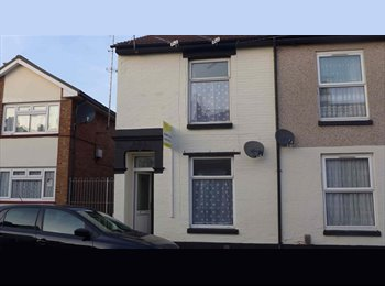 GREAT FRATTON LOCATION ~ 2 mins from Station
