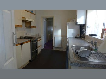 AFFORDABLE DOUBLE IN FRATTON ~ NEAR SHOPS & BUS ROUTE