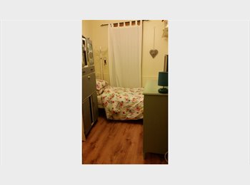 EasyRoommate UK - Lovely Sunny Double Room to Rent, Southsea - £433 pcm