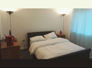 EasyRoommate UK - Lovely kingsize bedroom in Newton Leys, Milton Keynes - £550 pcm