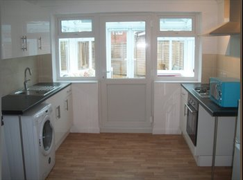 EasyRoommate UK - fully furnished flat with all ammenities included, Havant - £700 pcm