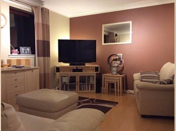 Single room in modern top floor Corstorphine flat....