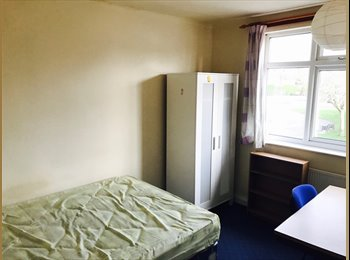 EasyRoommate UK - Very Spacious 4 Bedroom Semi Detached Property in the PERFECT location, Lenton Abbey - £799 pcm