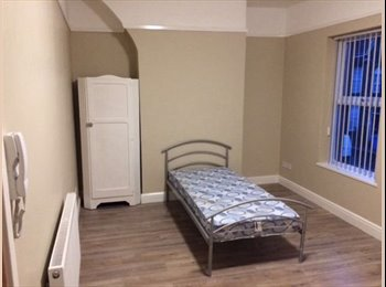 EasyRoommate UK - 5 bedroom house share - rooms available from £100 P/W, Tuebrook - £100 pcm