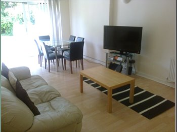 EasyRoommate UK - STUDENT HOUSE 5 MINUTES FROM WEST ENTRANCE, Lenton Abbey - £310 pcm
