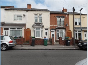 EasyRoommate UK - DOWNSTAIRS SINGLE ROOM IN SHARED HOUSE IN SMETHWICK / NEAR CAPE HILL , Rotton Park - £210 pcm