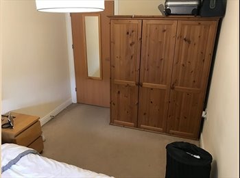 EasyRoommate UK - Stunning flat in Pembroke park, sharing with 1 female Virgin crew, Crawley - £500 pcm