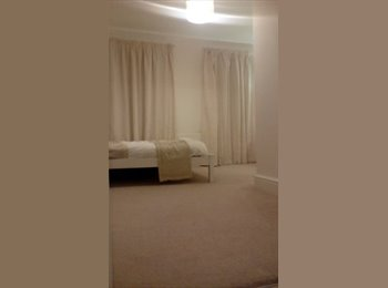 Very  large double luxury  en suite room available zone 4-5