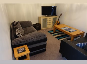 EasyRoommate UK - Double Room in lovely big re-decorated House, Havant - £450 pcm