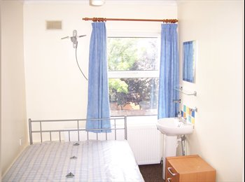 Furnished room with wash basin close to station, bills...