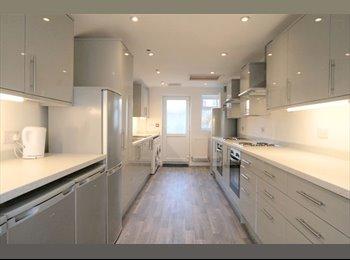EasyRoommate UK - *Fully Refurbished Prof House Share*, Gloucester - £475 pcm
