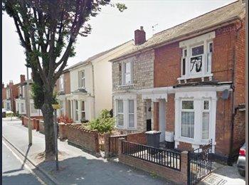 EasyRoommate UK - Luxurious House Share , Gloucester - £465 pcm