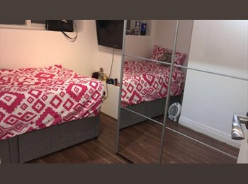 SINGLE ROOM WITH BIG WARDROBE IN PALMEIRA, HOVE!