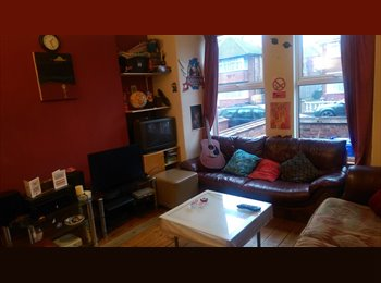 2 double bedrooms in Fallowfield 5 bed houseshare