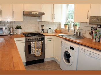 Double room to rent in recently refurbished three bed...