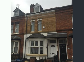EasyRoommate UK - STUNNING ROOM AVAILABLE IN SHARED HOUSE-EDGBASTON, Rotton Park - £350 pcm