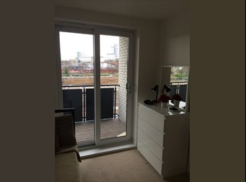 Newly refurbished room in two bedroom flat with access to...