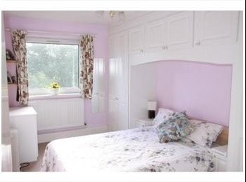 Bright spacious double room £650pm all inclusive, great...