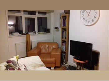 Double Bedroom to rent off City Rd £260 p/m exc. bills