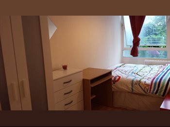 EasyRoommate UK - Nice Double room In Elephant Castle (Zone 1), Walworth - £420 pcm